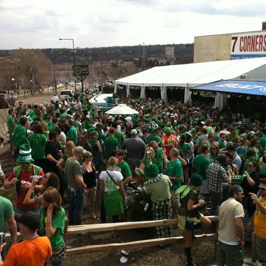 Das Foto wurde bei Eagle Street Grille von Allan E. am 3/17/2012 aufgenommen