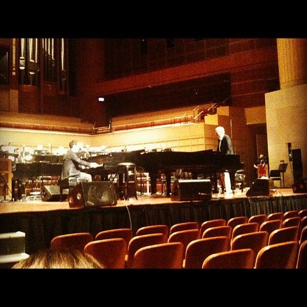 Foto tirada no(a) Morton H. Meyerson Symphony Center por Michelle L. em 6/8/2012
