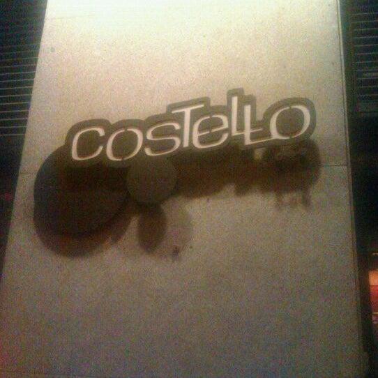 รูปภาพถ่ายที่ Costello Club โดย Marco G. เมื่อ 2/7/2012