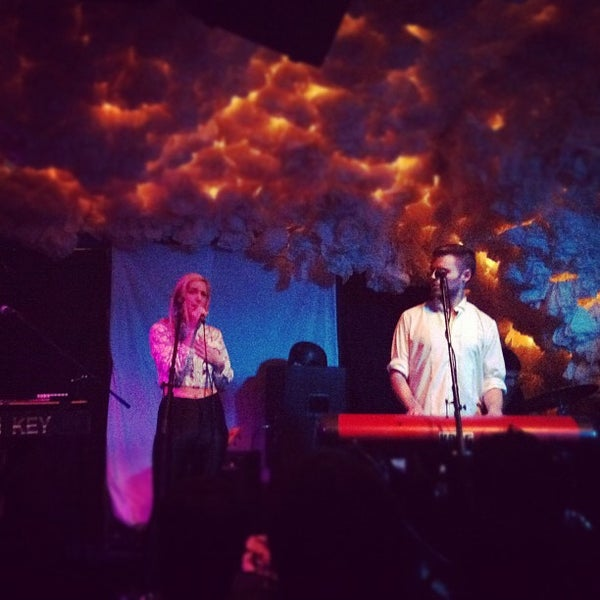 Foto scattata a Glasslands Gallery da Rachel D. il 2/8/2012