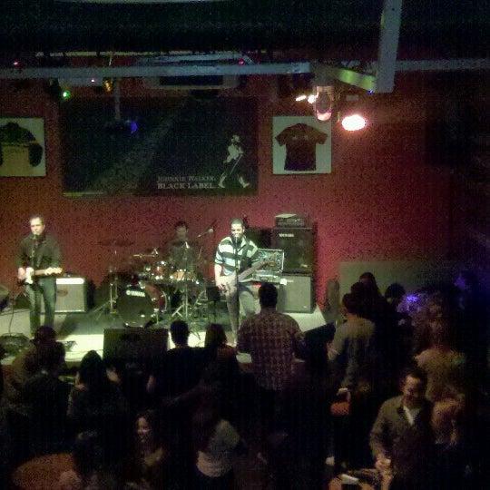 Foto tomada en Ozzie Pub por Renata S. el 7/21/2012
