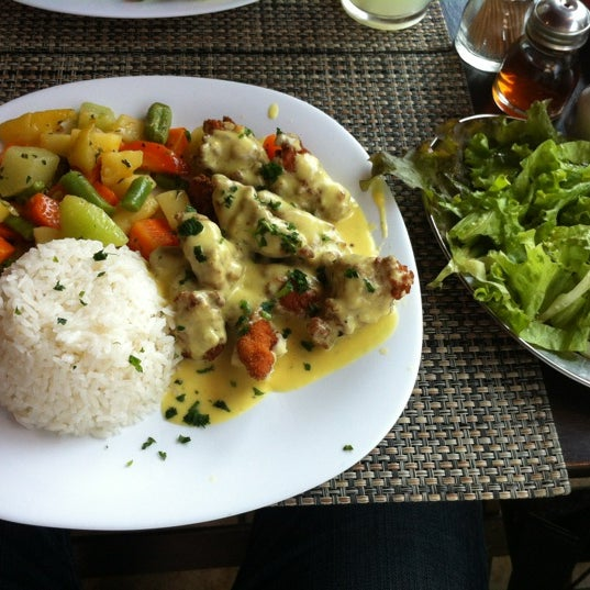 Foto tomada en Eskina Bar e Restaurante por Anderson K. el 8/28/2012