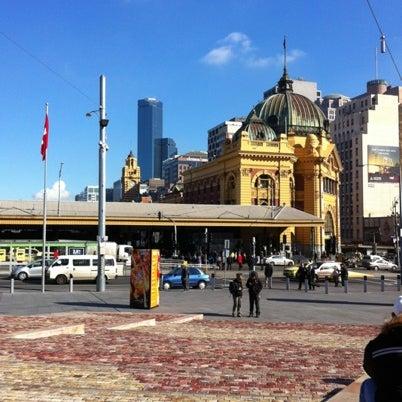 รูปภาพถ่ายที่ Federation Square โดย Tommaso B. เมื่อ 8/1/2012