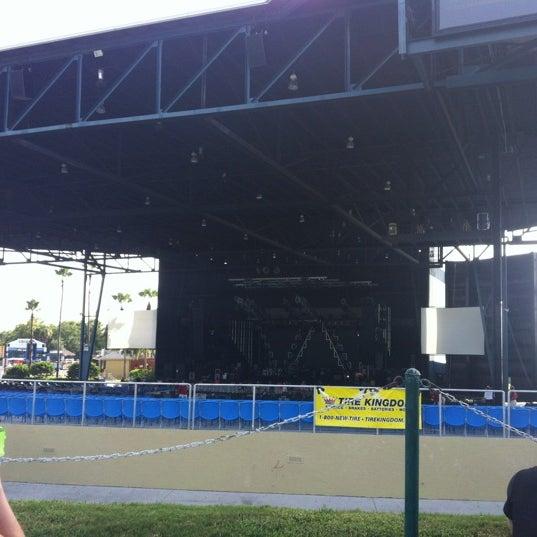 Foto tomada en Coral Sky Amphitheatre por Melissa B. el 7/21/2012