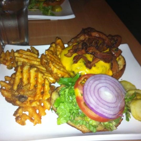 Foto diambil di Ottomanelli's Wine & Burger Bar oleh Chris O. pada 9/14/2011
