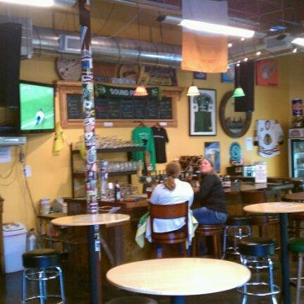 Photo prise au The BeerMongers par Nate D. le3/21/2012