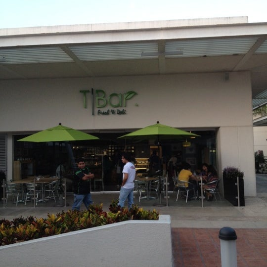 Снимок сделан в T|Bar пользователем Alfonso A. 1/11/2012