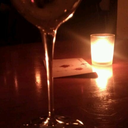 Foto scattata a Stonehome Wine Bar & Restaurant da Esther T. il 4/29/2012
