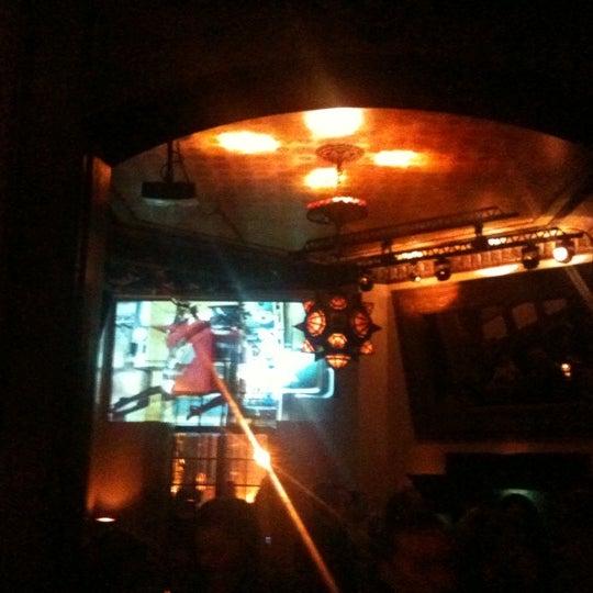 รูปภาพถ่ายที่ Zihni Bar โดย Umut E. เมื่อ 3/12/2011