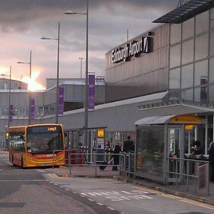 Das Foto wurde bei Edinburgh Airport (EDI) von Angelo G. am 10/25/2011 aufgenommen