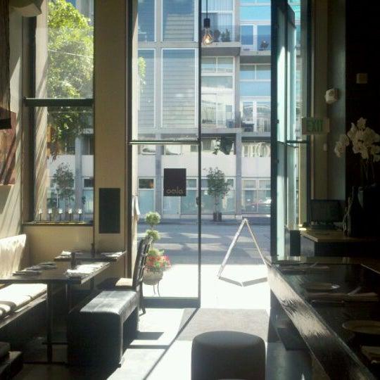 รูปภาพถ่ายที่ Oola Restaurant & Bar โดย Jamil S. เมื่อ 9/19/2011