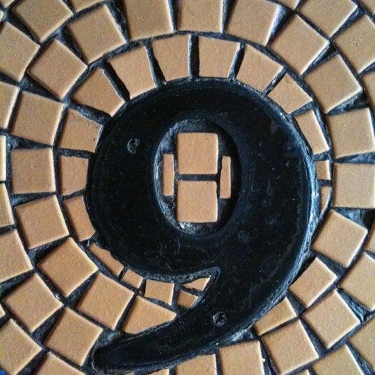 Foto tirada no(a) Bar Nine por Bill R. em 8/22/2011