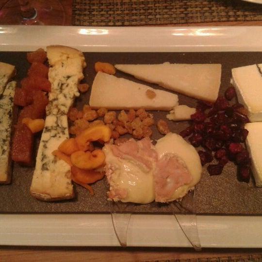 Foto scattata a Poncelet Cheese Bar da Neus E. il 5/14/2012