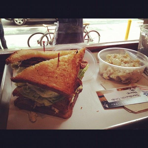 Foto tirada no(a) JoeDough Sandwich Shop por Andrew J. em 3/3/2012