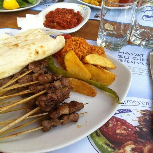 Foto diambil di Topçu Restaurant oleh Gulsev C. pada 7/18/2011