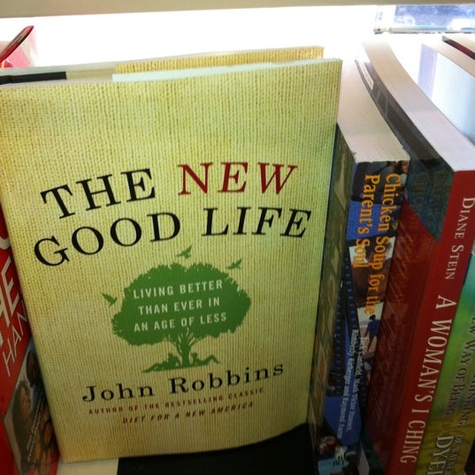 Foto tirada no(a) The American Book Center por Marvin S. em 9/30/2011