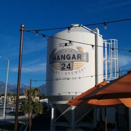 Foto tirada no(a) Hangar 24 Craft Brewery por Mike M. em 2/5/2012