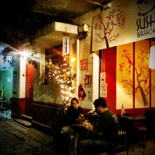 Foto diambil di Sushi Washoku oleh Aram pada 11/3/2011
