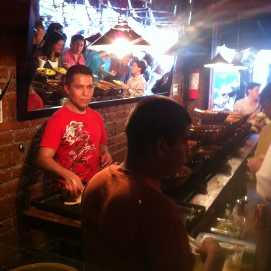 รูปภาพถ่ายที่ Tacos Gus โดย Paola V. เมื่อ 12/19/2011