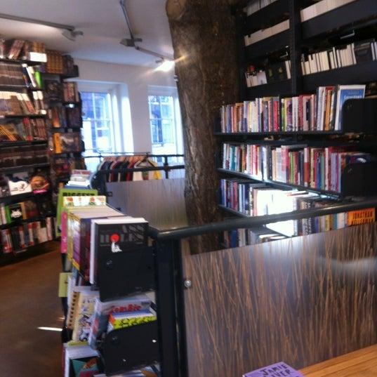 Foto tirada no(a) The American Book Center por Maurice B. em 3/24/2012