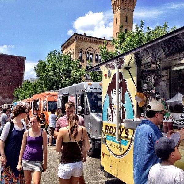 Foto tirada no(a) South End Open Market @ Ink Block por Josh F. em 7/1/2012