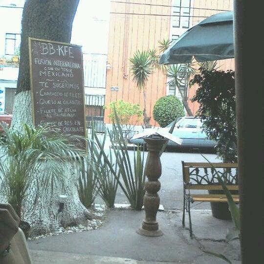 6/2/2012 tarihinde Dave E.ziyaretçi tarafından BB KFE'de çekilen fotoğraf
