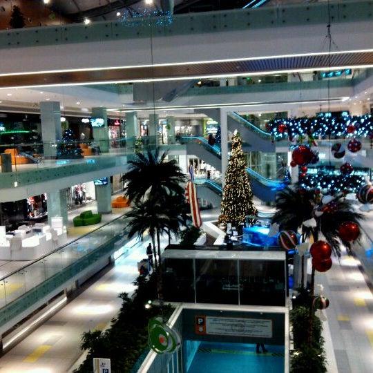 รูปภาพถ่ายที่ Athens Metro Mall โดย Panagiotis L. เมื่อ 11/9/2011