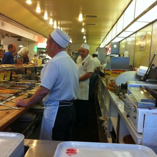 Foto diambil di Manny's Cafeteria & Delicatessen oleh Nathan W. pada 8/20/2011