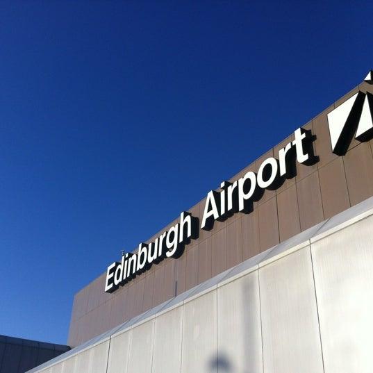Das Foto wurde bei Edinburgh Airport (EDI) von Mike J. am 1/9/2012 aufgenommen