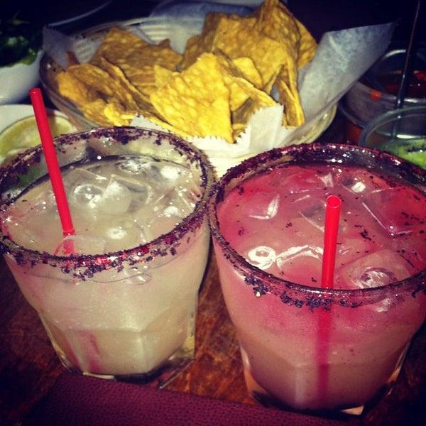 Foto tomada en Casa Mezcal por Sarah H. el 8/23/2012
