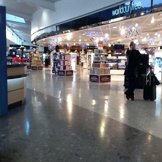 Das Foto wurde bei Edinburgh Airport (EDI) von Dawn M. am 11/16/2011 aufgenommen