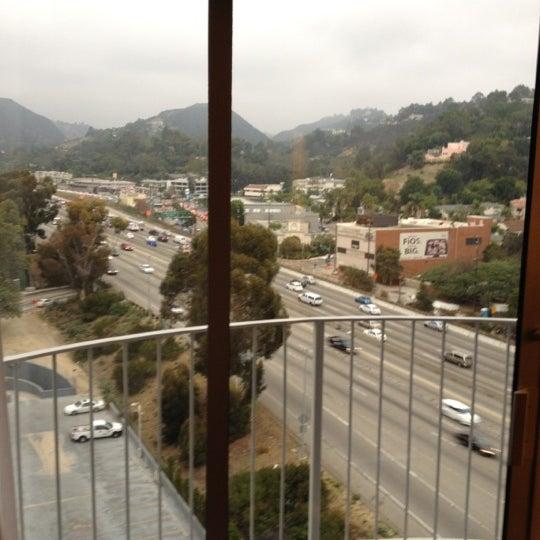 Foto scattata a Hotel Angeleno da Matthew R. il 10/26/2011
