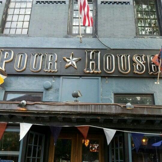 Photo prise au The Pour House par Jason H. le6/12/2012