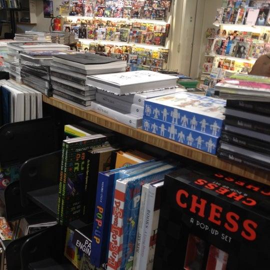 Foto tirada no(a) The American Book Center por Sandra S. em 3/18/2012