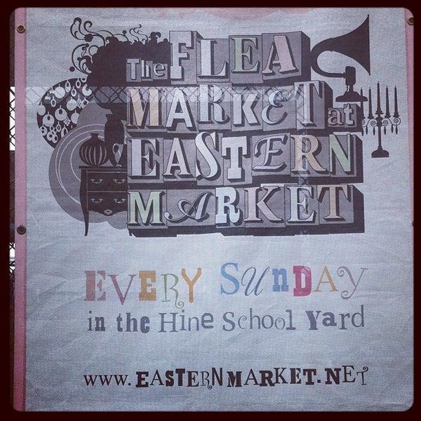 Photo prise au The Flea Market at Eastern Market par Alexander H. le3/18/2012