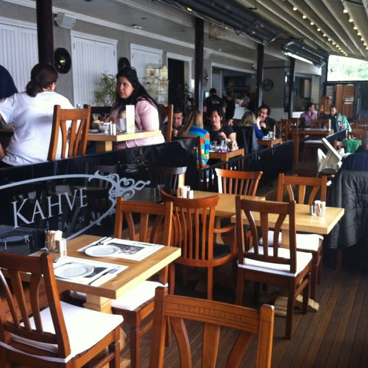 Foto tomada en Taş Kahve Cafe & Restaurant por Taş Kahve E. el 4/21/2012