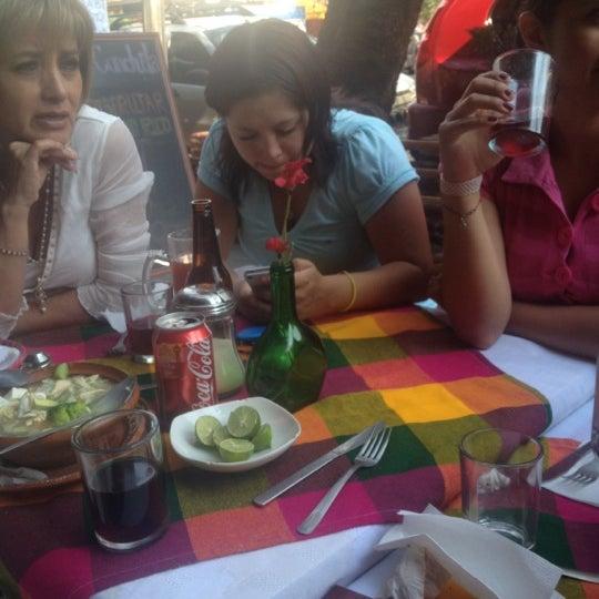 Снимок сделан в Mamá Conchita пользователем EunikeU V. 4/29/2012