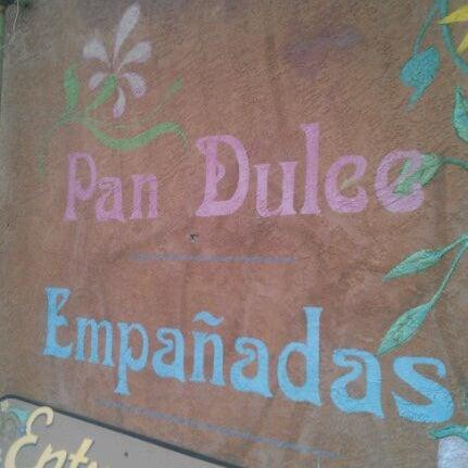2/4/2012에 Carlos V.님이 Golden Crown Panaderia에서 찍은 사진