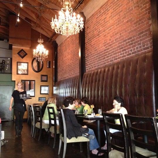 Foto diambil di The Glendon Bar & Kitchen oleh Karen S. pada 7/23/2012