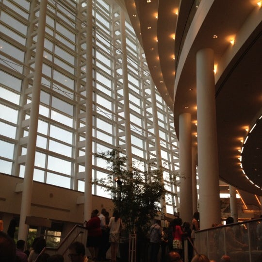 Foto tirada no(a) Adrienne Arsht Center for the Performing Arts por Angela G. em 6/2/2012
