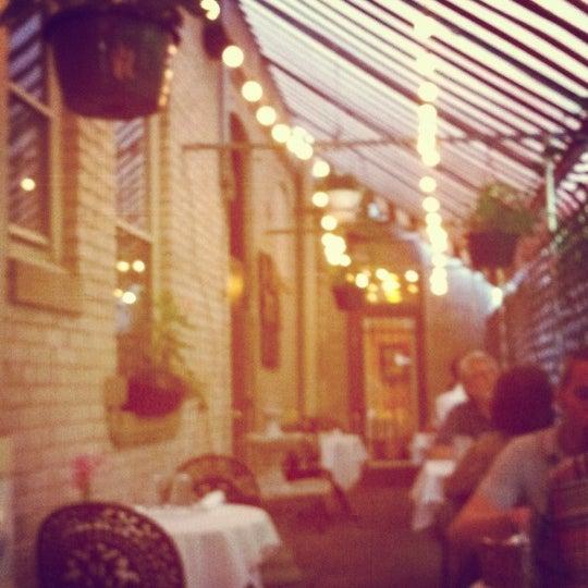 Снимок сделан в Pasta Tree Restaurant & Wine Bar пользователем Darcie M. 8/8/2012