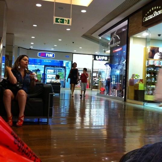 10/15/2011 tarihinde Leife T.ziyaretçi tarafından Goiânia Shopping'de çekilen fotoğraf
