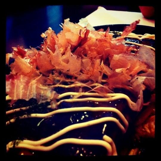 El okonomiyaki esta riquísimo. Tienen menú del día de lunes a viernes con muy buena relación calidad precio. El sushi no es gran cosa. El sitio es pequeño, pero acogedor sin grandes lujos.