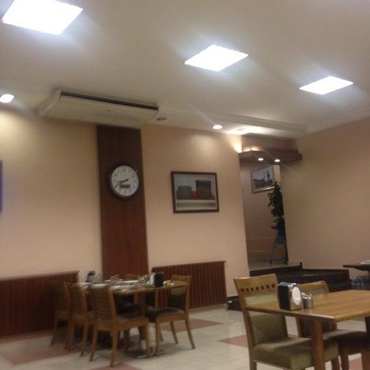 4/13/2012にMurat O.がÇulcuoğlu Restaurantで撮った写真
