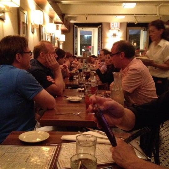 Foto tirada no(a) La Bonne Soupe por Beth R. em 8/5/2012