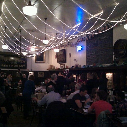 Foto tirada no(a) Jacob Wirth Restaurant por Colin K. em 11/26/2011