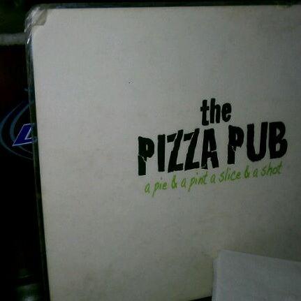 Foto scattata a The Pizza Pub da Sarela L. il 6/2/2012