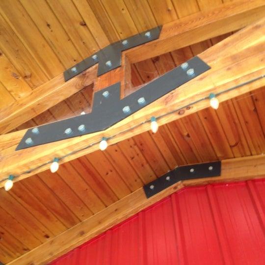 รูปภาพถ่ายที่ Bob's Red Mill Whole Grain Store โดย Dk C. เมื่อ 4/14/2012