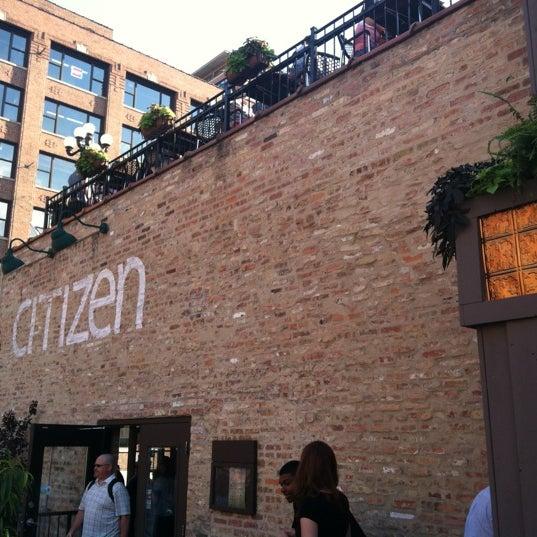Photo prise au Citizen Bar Chicago par Berj A. le6/22/2012