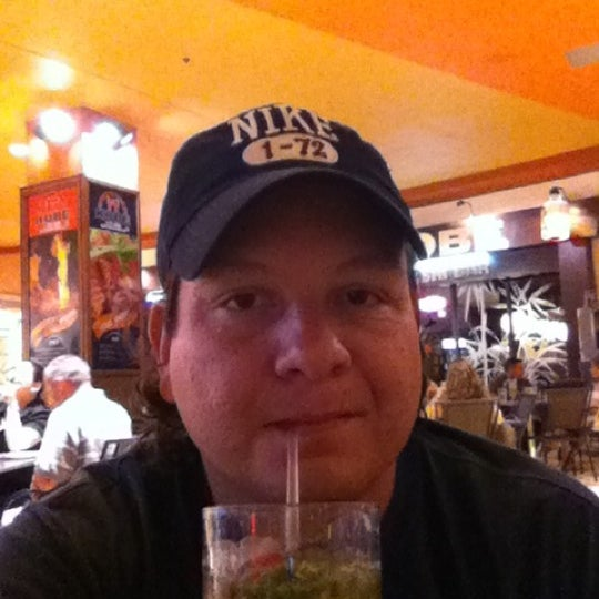 Photo prise au Mojitos Cuban Restaurant par Leonardo R. le6/30/2011